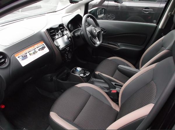 新型ノートe-powerの運転席
